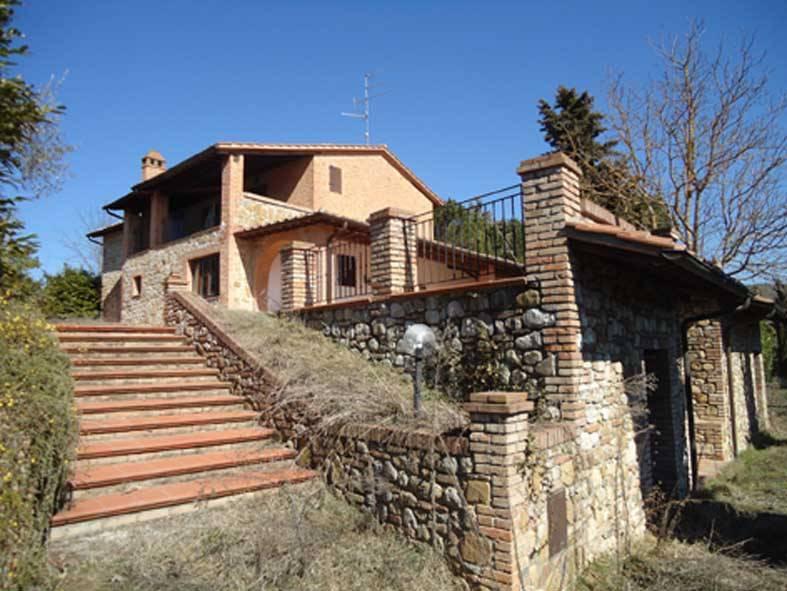 Casale in Pietra e Mattoni con Vista Panoramica a Città della Pieve